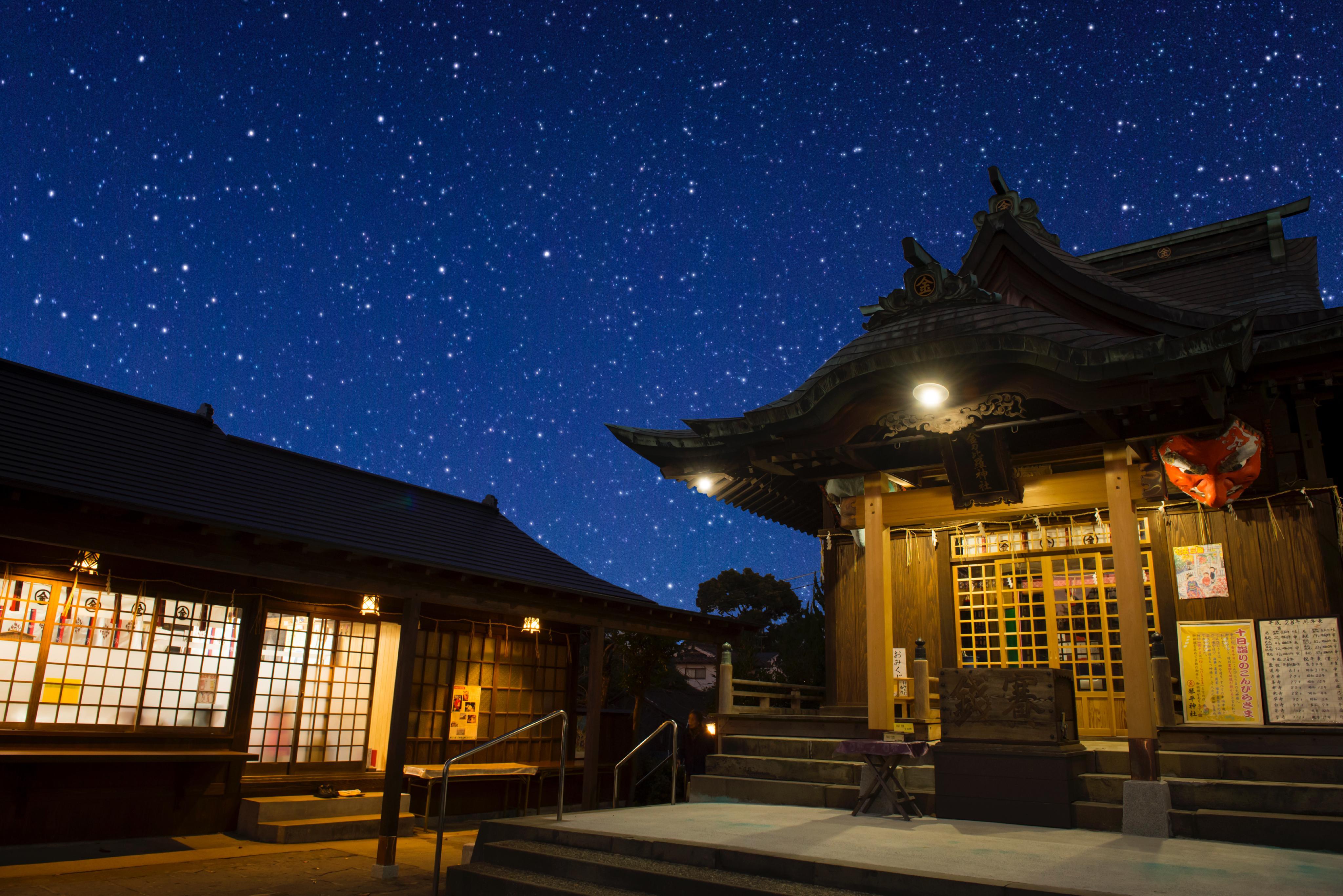 夜の別所琴平神社境内